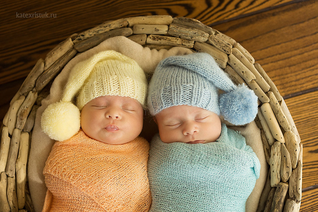 Фотосессия новорожденного в Москве близнецы