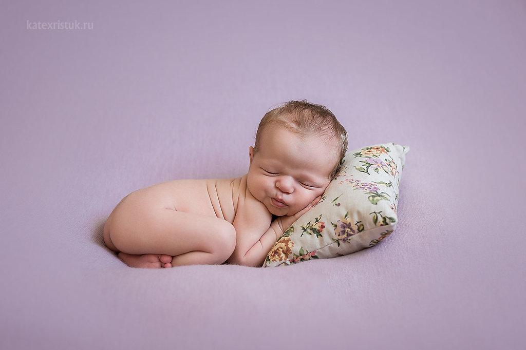 Фотосессия новорожденного в Москве для девочки