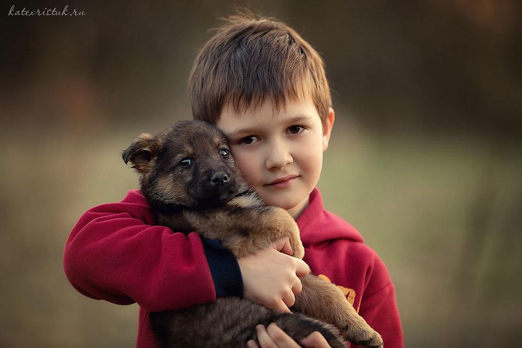Фотосессия мальчик и щенок