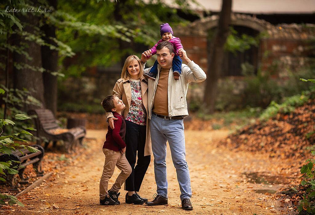 Семейная фотосессия осенью одежда